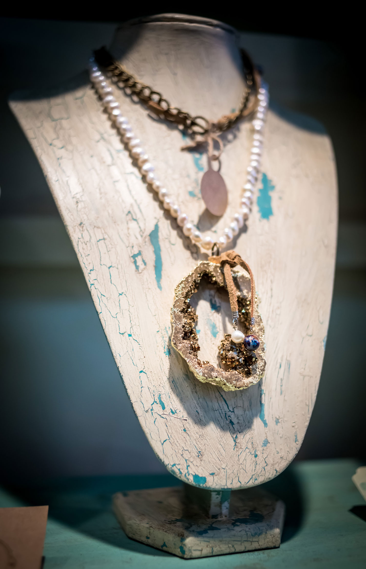 MAGALY-JEWELRY-PLANO-MAGAZINE-NECKLACE